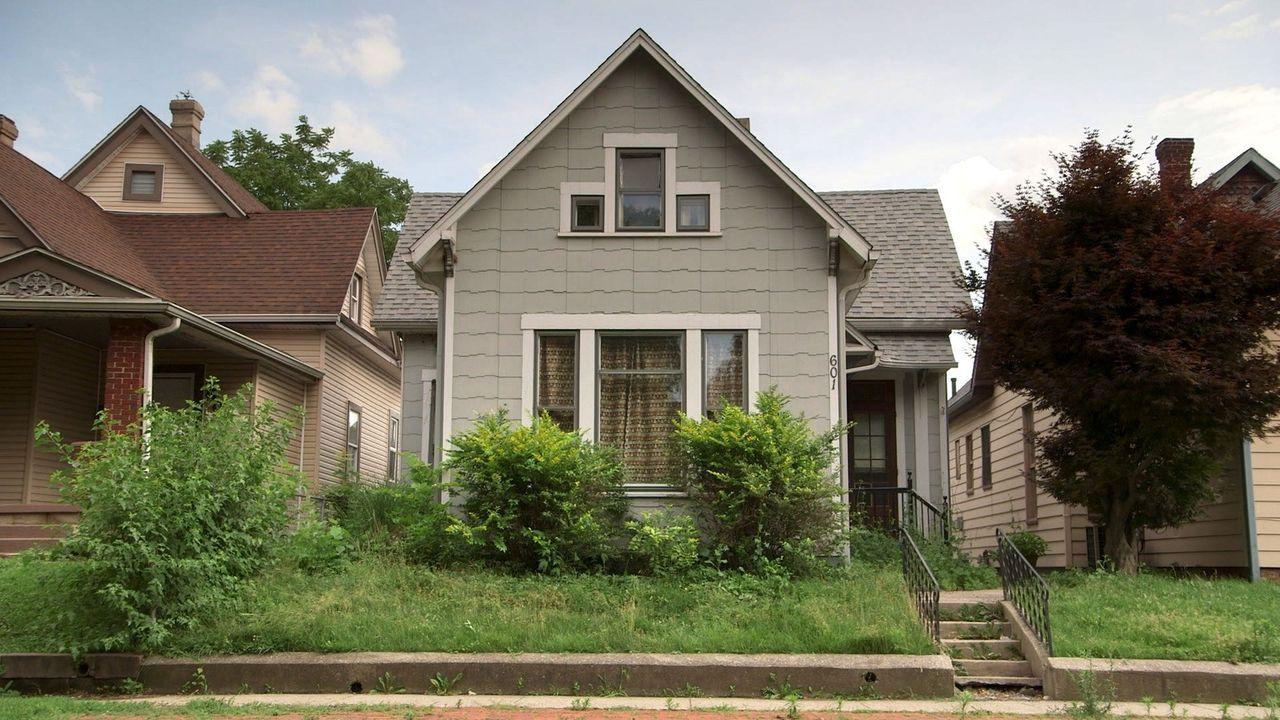Mina und Karen kaufen sich eine alte viktorianische Villa und werden bei den Umbauarbeiten immer wieder überrascht - nicht nur positiv ... - Bildquelle: 2016, HGTV/Scripps Networks, LLC. All Rights Reserved.