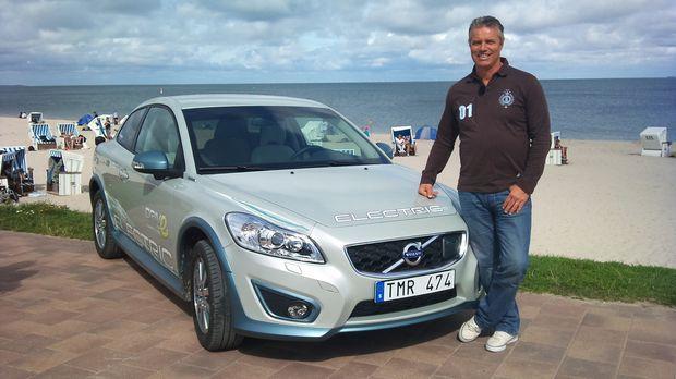 Jan Stecker testet den neuen Volvo C 30 Electric. © kabel eins