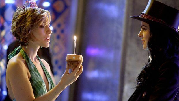 Wenn Chloe (Allison Mack, l.) wüsste, dass ihr Wunsch bei der Magierin Zatann...