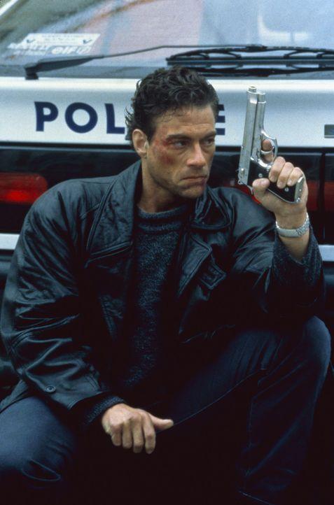 Schon bald steht Alain (Jean-Claude Van Damme) im Visier von Mafiosi und korrupten FBI-Agenten ... - Bildquelle: Sony Pictures Television International. All Rights Reserved.