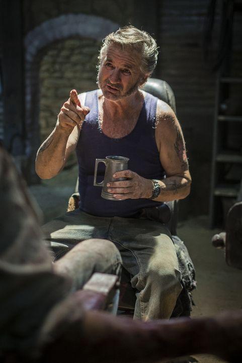 Ein Sadist, wie er im Buche steht: Schweinezüchter und notorischer Menschenhasser Mick Taylor (John Jarratt) ... - Bildquelle: Mark Rogers 2013