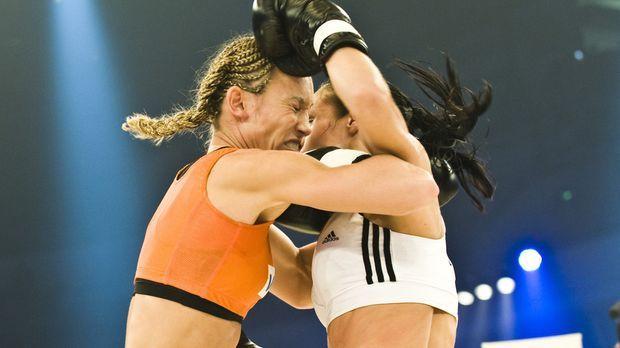Deutschlands erfolgreichste Kickbox-Weltmeisterin, Dr. Christine Theiss (l.)...