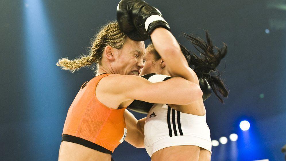ran-Boxen: WKA-Titelkampf Christine Theiss vs. Su Jeong Lim - Bildquelle: SAT.1