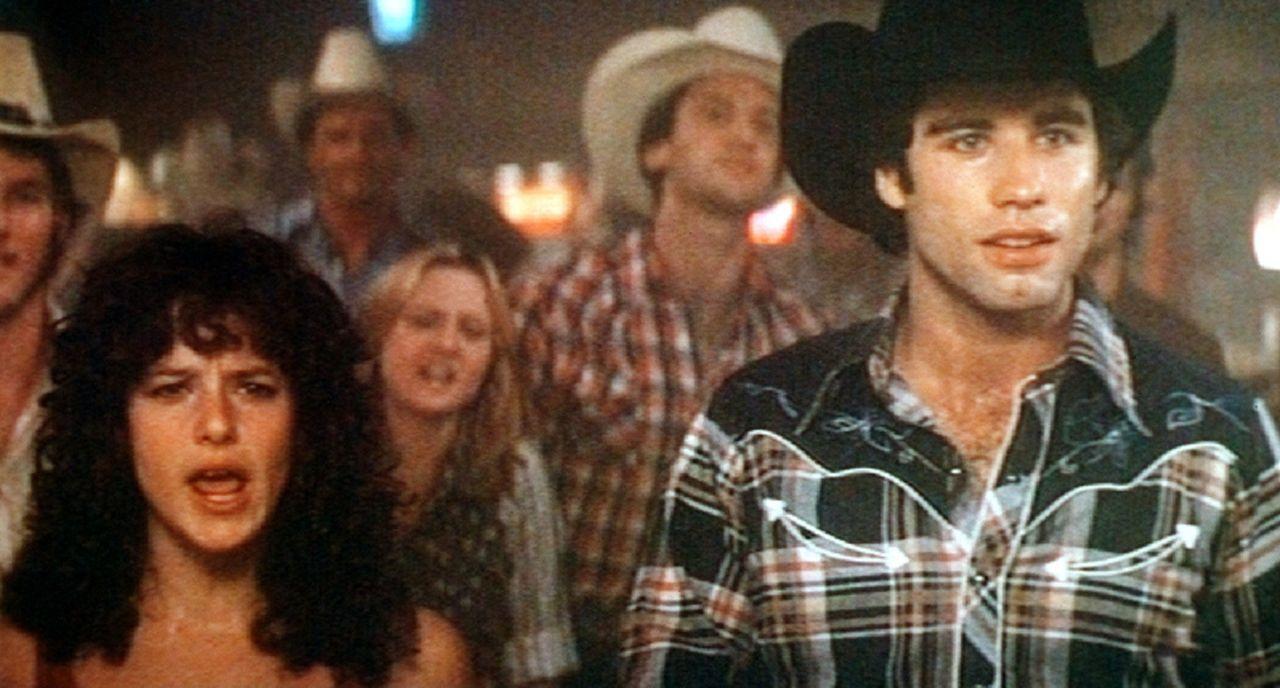Beim 'Rodeo' auf dem elektrischen Bullen können die Jungs zeigen, was sie auf der Pfanne haben. Sissy (Debra Winger, l.) ist begeistert und auch Bu...