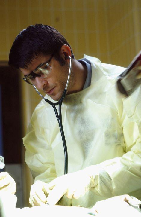 Wieder einmal muss Dr. Kovac (Goran Visnjic) sein Können unter Beweis stellen ... - Bildquelle: TM+  2000 WARNER BROS.