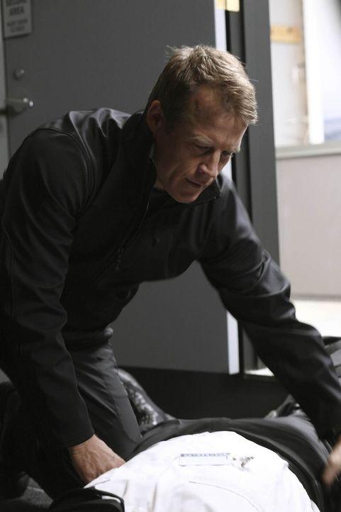 Versucht alles, um seinen Klienten zu befreien: Christopher Chance (Mark Valley) ... - Bildquelle: Warner Brothers