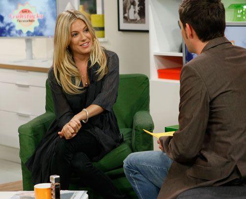Sienna Miller im Interview mit Moderator Matthias Killing. - Bildquelle: Ingo Gaus - Sat 1