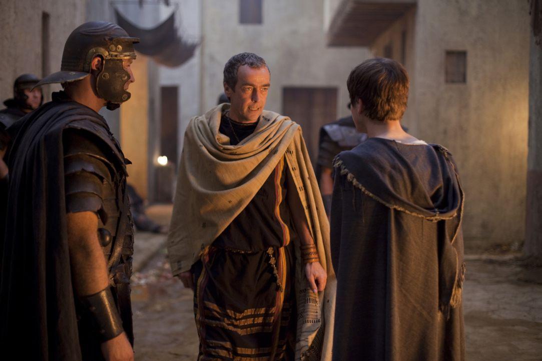 Während die Belastungen und Demütigungen Spartacus so sehr zusetzen, dass er glaubt, seinen Verstand zu verlieren, entwirft Batiatus (John Hannah,... - Bildquelle: 2010 Starz Entertainment, LLC