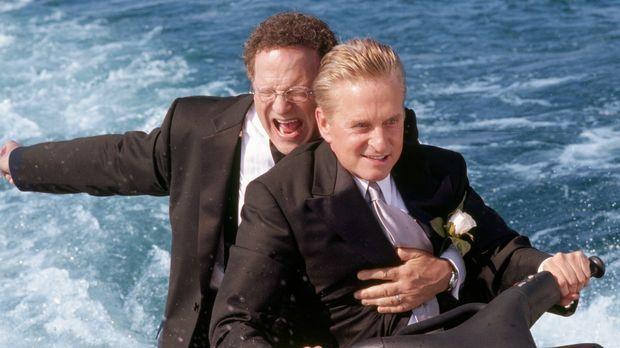 Superagent und Familienvater Steve Tobias (Michael Douglas, r.) die Hochzeit...