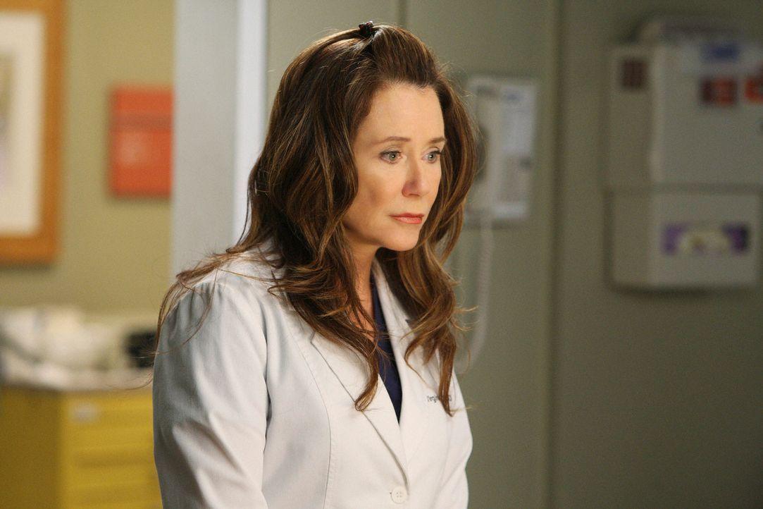 Wird Dr. Dixon (Mary McDonnell) die neue Herzchirurgin im Seattle Grace werden? - Bildquelle: Touchstone Television