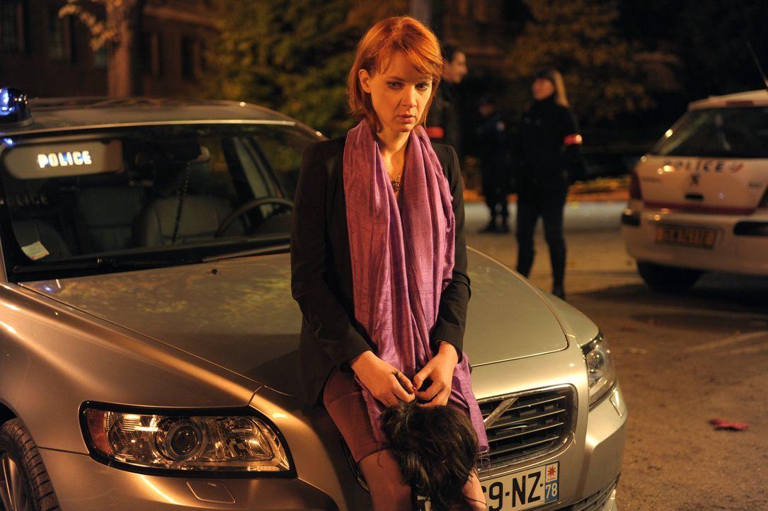 Als Chloé (Odile Vuillemin) bewusst wird, in welche gefährliche Situation sie sich manövriert hat, ist es bereits zu spät ... - Bildquelle: 2008 - Beaubourg Audiovisuel/BeFilms/RTBF (Télévision Belge)