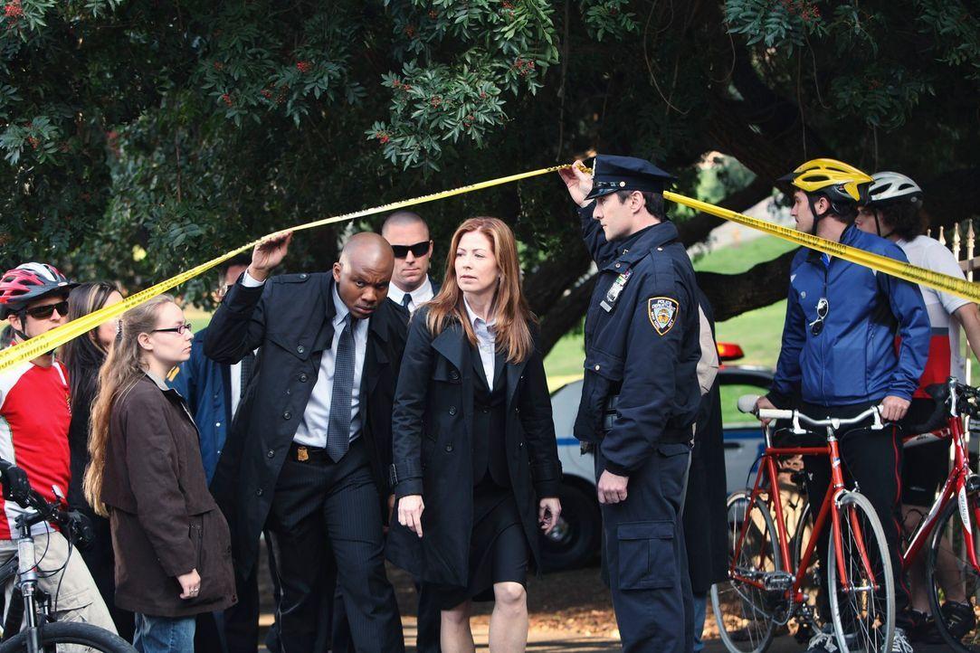 Special Agent Jordan Shaw (Dana Delany, M.) trifft mit ihren Leuten am Tatort ein. - Bildquelle: ABC Studios