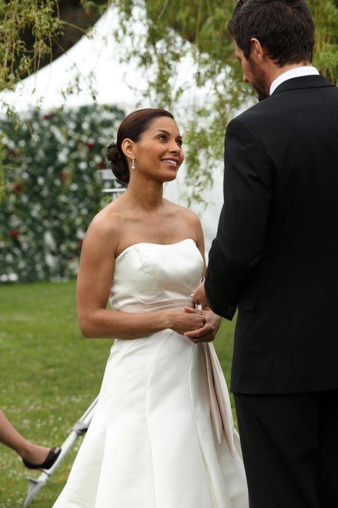 Es ist der Tag von Allisons (Salli Richardson, l.) und Nathans (Ed Quinn, r.) Hochzeit. Eigentlich soll es ein schöner Tag sein, doch für Carter sta... - Bildquelle: Universal Television