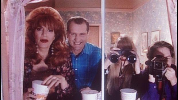 Peggy (Katey Sagal, l.), Al (Ed O'Neill, 2.v.l.), Kelly (Christina Applegate,...