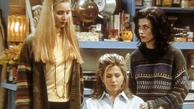 Phoebe (Lisa Kudrow, l.) und Monica (Courteney Cox, r.) verfolgen gespannt Ra...