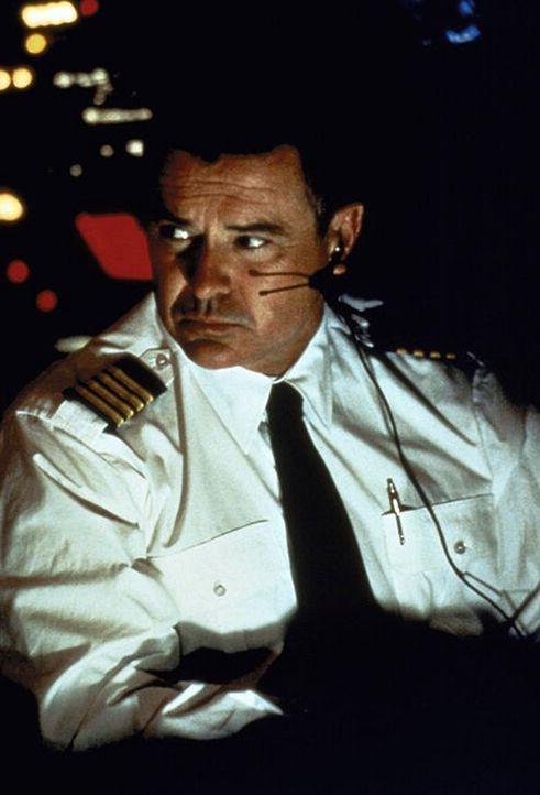 In der Stunde der Entscheidung kann niemand Capt. Lucky Singer (Robert Urich) die Last der Verantwortung abnehmen ...