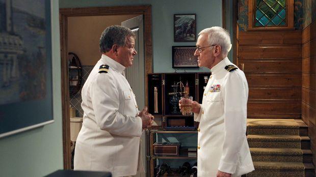 Ed (William Shatner, l.) bekommt Besuch von seinem alten Kameraden Lt. Col. W...