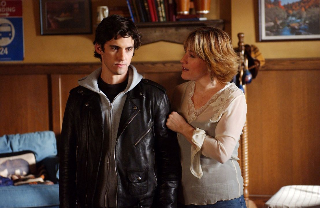 Während Liz (Kathleen Wilhoite, r.) ihrem Bruder Luke ihren neuen Freund vorstellt, haben Jess (Milo Ventimiglia, l.) und Lorelai in Sachen Liebe ih... - Bildquelle: 2003 Warner Bros.