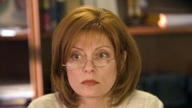 Die einsame Rose (Susan Sarandon) kümmert sich seit Jahren aufopferungsvoll u...