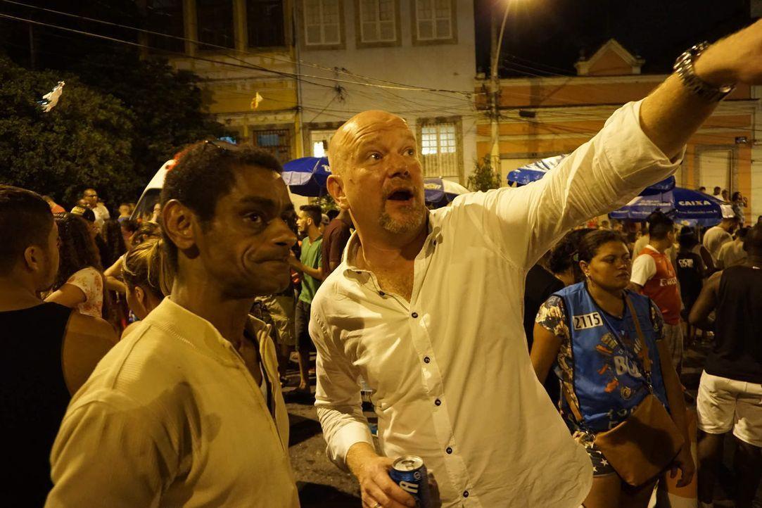 Um Diebe und Abzocker zu entlarven, ist Peter Giesel (r.) in Brasilien unterwegs ... - Bildquelle: kabel eins