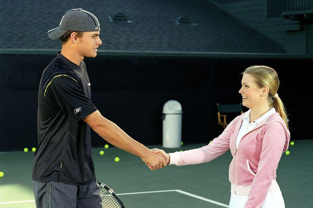 Beim Tennis behauptet Josh, Sabrina spiele nicht auf seinem Niveau und er könne sie vom Platz fegen. Um ihm das Gegenteil zu beweisen, nimmt Sabrin... - Bildquelle: Paramount Pictures