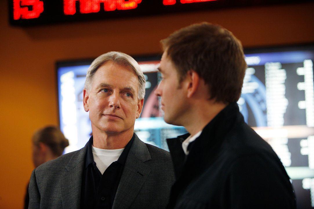 Da Ziva unter Verdacht steht den Ex-Marines Daniel Cryer ermordet zu haben, versuchen Gibbs (Mark Harmon, l.) und Tony (Michael Weatherly, r.) ihre... - Bildquelle: CBS Television