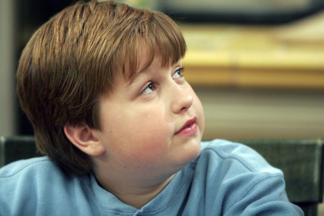 Hofft auf Hilfe von Onkel Charlie: Jake (Angus T. Jones) ... - Bildquelle: Warner Brothers Entertainment Inc.