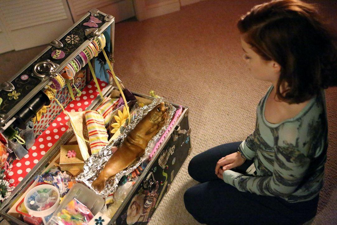 Ist von Lisas Geschenk nicht allzu begeistert: Tessa (Jane Levy) ... - Bildquelle: Warner Brothers