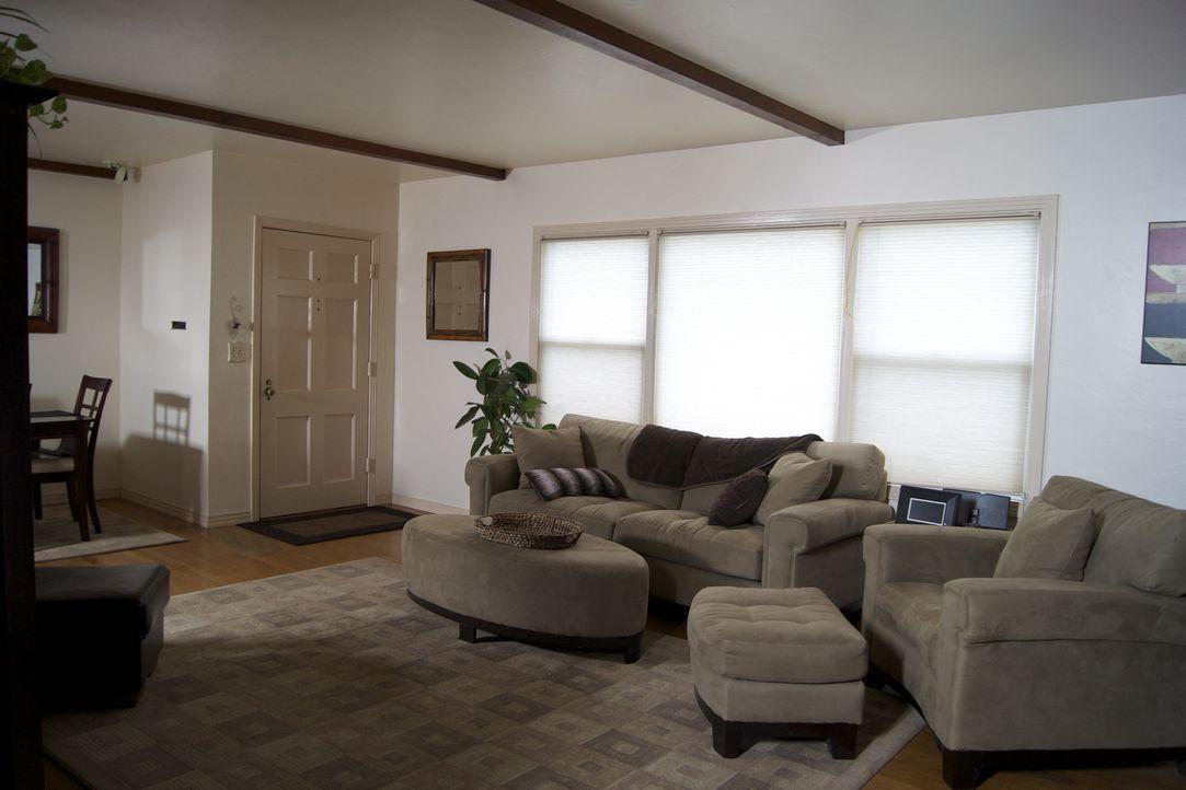Ein besorgniserregendes Wohnzimmer soll eine, schon längst notwendige, Verschönerung bekommen ... - Bildquelle: 2009, DIY Network/Scripps Networks, LLC