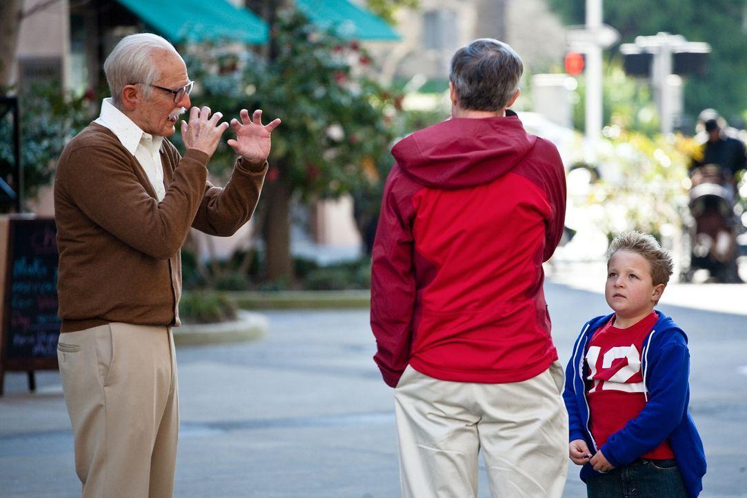Der 86-jährige Irving (Johnny Knoxville, l.) reist mit seinem Enkel Billy (Jackson Nicoll, r.) durch die Lande und versetzt Amerika in Angst und Sch... - Bildquelle: Sean Cliver MMXIII Paramount Pictures Corporation.  All Rights Reserved.