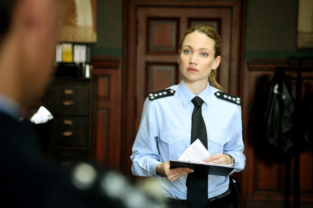 Carla Paul (Lisa Maria Potthoff), Revierleiterin eines kleinen Polizeireviers im Herzen von Köln, schaut der größten Herausforderung ihres Lebens... - Bildquelle: Volker Roloff SAT.1