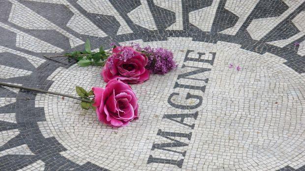 """Lennons Song """"Imagine"""" wird zur Hymne der Friedensbewegung."""