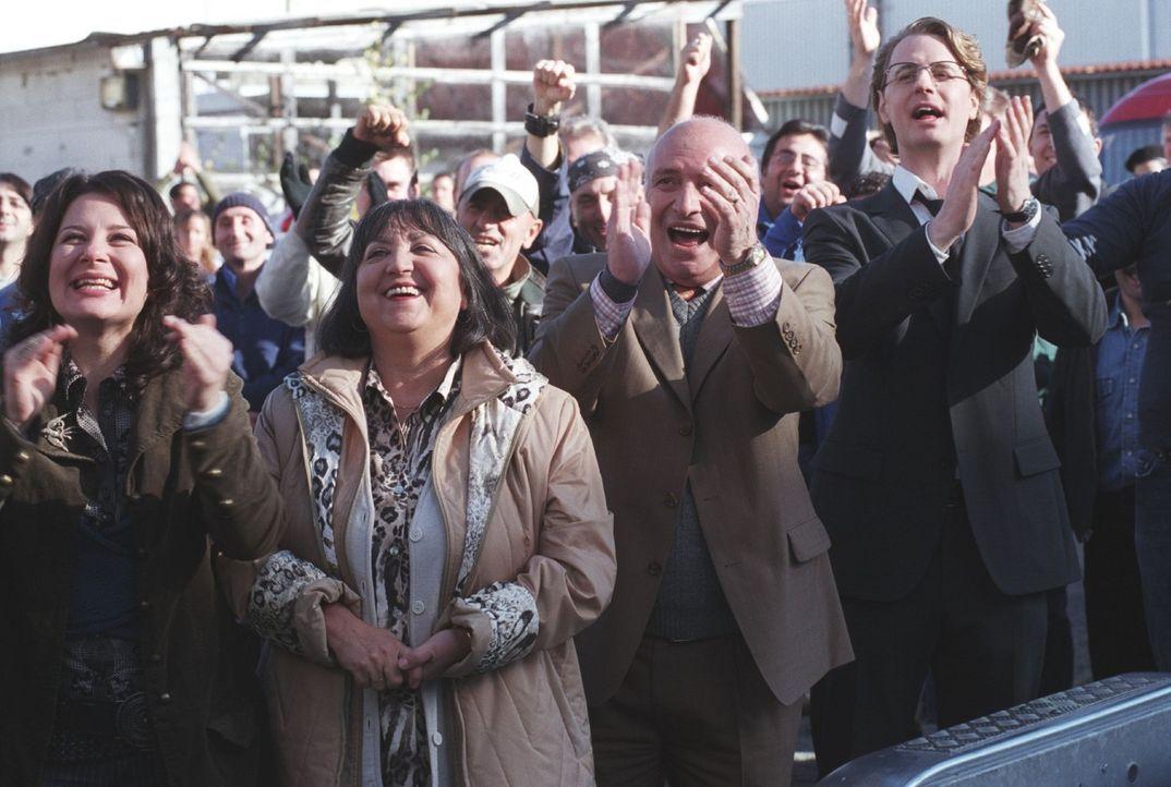Gerold, Chef eines Waschmaschinenherstellers, stellt den Taugenichts Mehmet als neuen Chef ein, um die Firma in den Ruin zu treiben und selbst orden... - Bildquelle: Sat.1