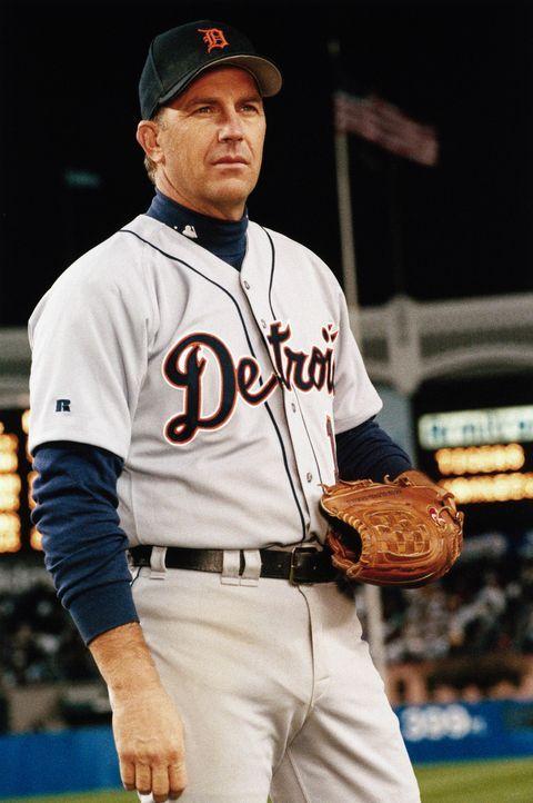 Billy Chapel (Kevin Costner), eine lebende Baseball-Legende, ist mit 41 Jahren beinahe am Ende seiner Karriere angelangt. Doch er bekommt noch eine... - Bildquelle: 1999 Universal Studios. All Rights Reserved.
