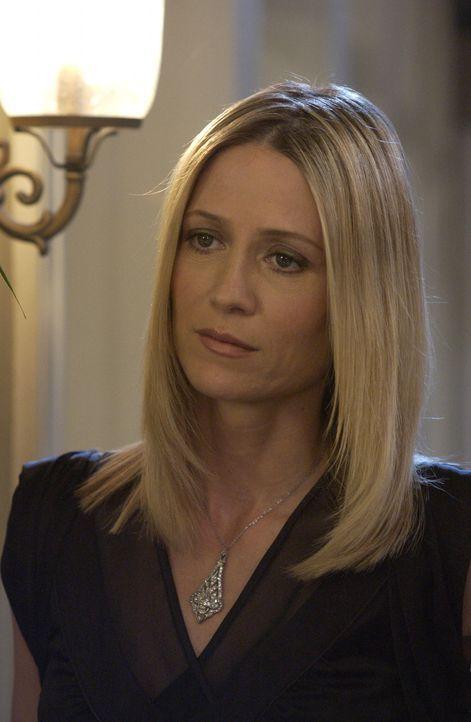 Kirsten (Kelly Rowan) ist entsetzt, als sie mitbekommt, dass Lance Caleb und Julie reingelegt hat ... - Bildquelle: Warner Bros. Television