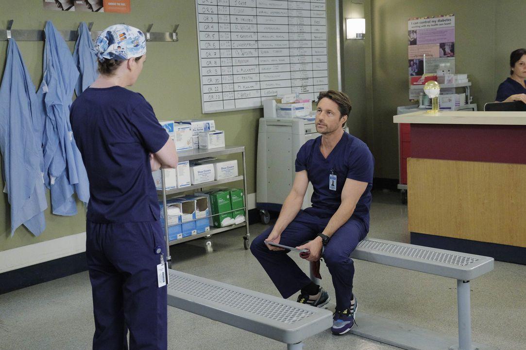 Zusammen versuchen sie, Daphne, eine Patientin mit Lungenentzündung, zu retten. Doch werden Meredith (Ellen Pompeo, l.) und Riggs (Martin Henderson,... - Bildquelle: Tony Rivetti ABC Studios