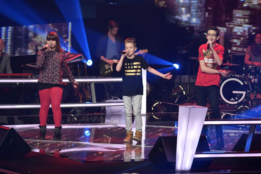 The-Voice-Kids-Stf03-Epi05-Auftritte-01-Loredana-Luca-S-Samuel-SAT1-Andre-Kowalski - Bildquelle: SAT.1/ Andre Kowalski