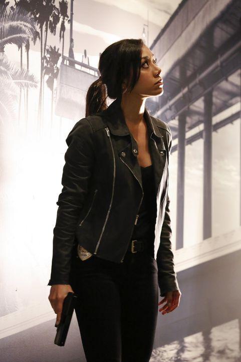 Bei den Ermittlungen gegen die Quantou-Mafia: Didi (Aimee Garcia) ... - Bildquelle: Warner Brothers