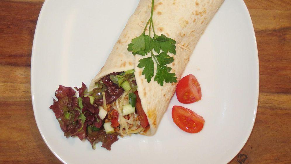 Pilz Tostadas mit Avocadocreme und Tomaten-Salsa - Bildquelle: dpa