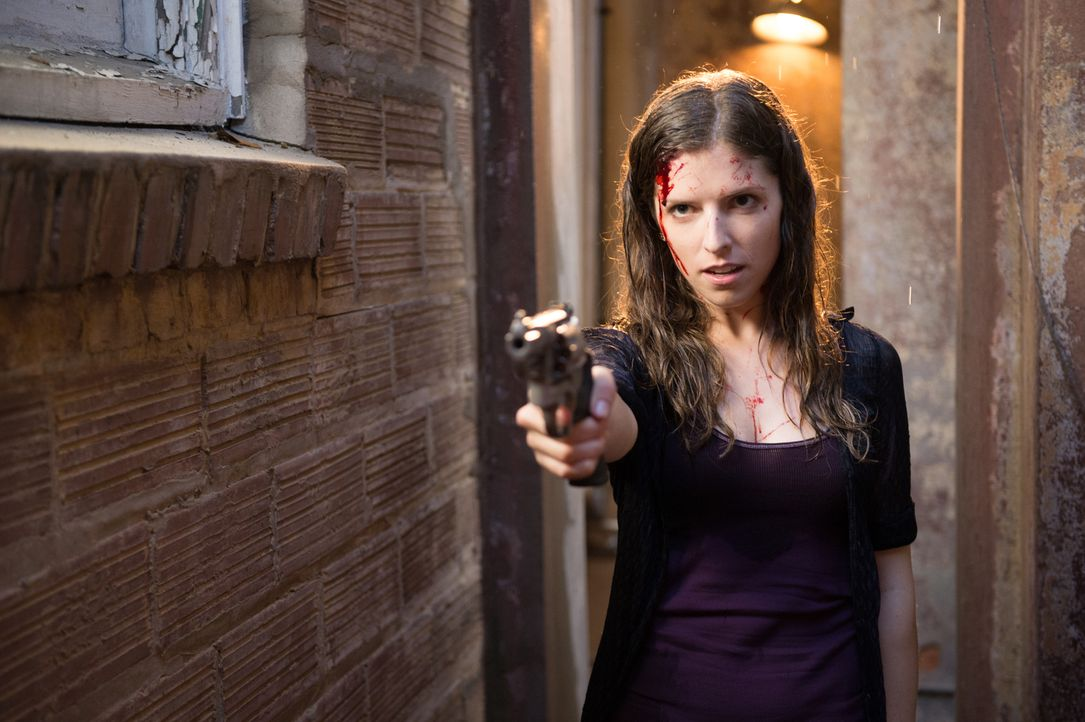 Martha (Anna Kendrick) scheint schon viel von ihrem Freund Francis, einem ehemaligen CIA-Agenten und Auftragsmörder, gelernt zu haben ... - Bildquelle: Wild Bunch