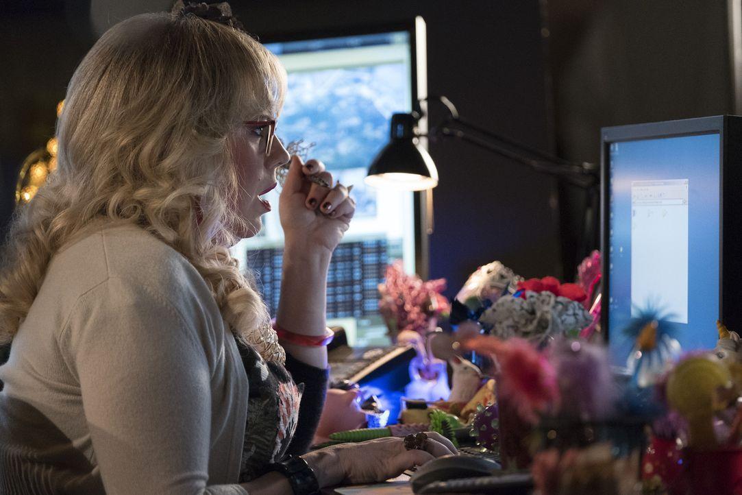 Bei ihren Recherchen findet Garcia (Kirsten Vangsness) heraus, dass sich die Verschwörungstheoretikerin Melissa Miller sich vor allem mit gestellten... - Bildquelle: Eddy Chen ABC Studios