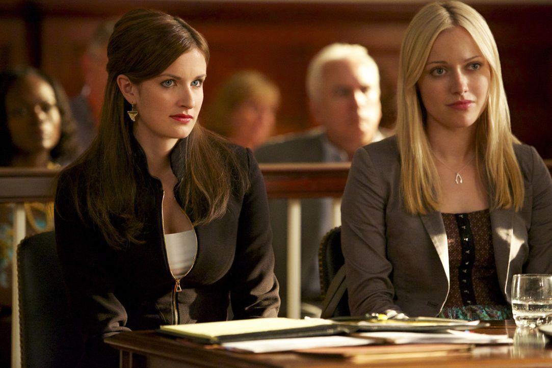 Wird die zweite Klägerin Jamie (Anna Wood, l.) und Lee Anne (Georgia Haig, r.) einen Strich durch die Rechnung machen? - Bildquelle: 2013 CBS BROADCASTING INC. ALL RIGHTS RESERVED.