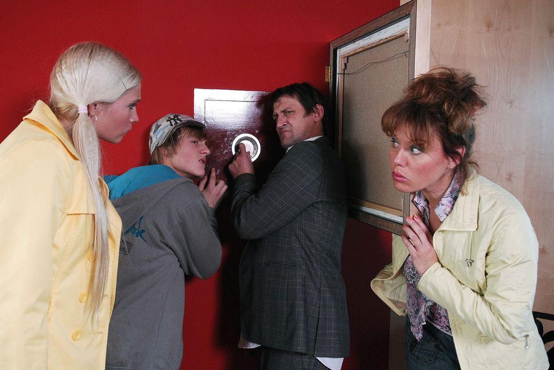 Um den Machenschaften von Plettenberg auf die Schliche zu kommen, schrecken die Kruses auch nicht vor einem Einbruch in dessen Büro zurück. Schließl... - Bildquelle: Nicolas Maack Sat.1