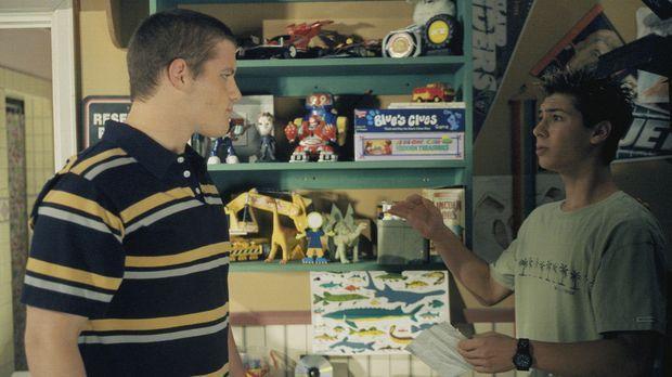 Reese (Justin Berfield, r.) bekommt gleich gewaltigen Ärger mit einem Jungen...