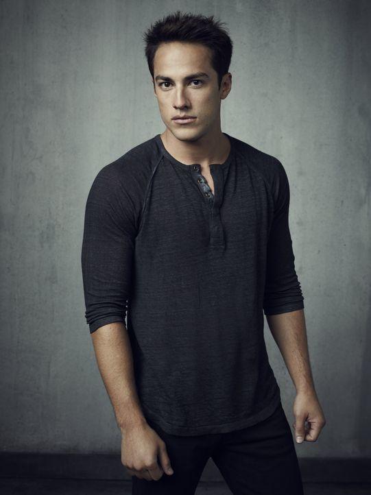 (4. Staffel) - Tyler (Michael Trevino) versucht so viele Gleichgesinnte wie möglich von Klaus' Bann zu befreien und führt sie damit in noch größere... - Bildquelle: Warner Brothers