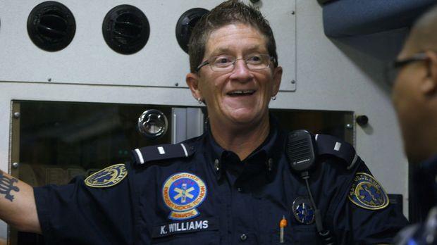 Bei den Rettungssanitätern Keeley Williams (Bild) und den Kollegen der EMS-Ze...