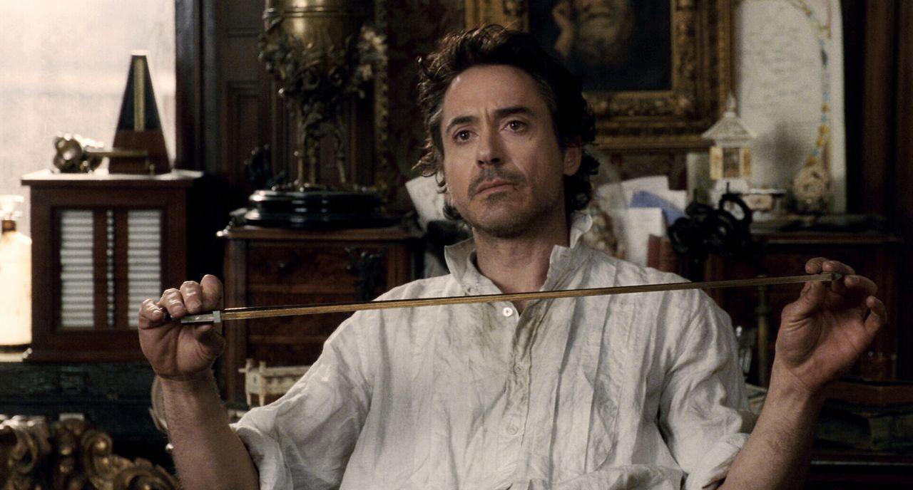 Meisterdetektiv Sherlock Holmes (Robert Downey Jr.) langweilt sich, denn nachdem er den als schwarzen Magier gefürchteten Lord Blackwood zur Streck... - Bildquelle: Warner Brothers