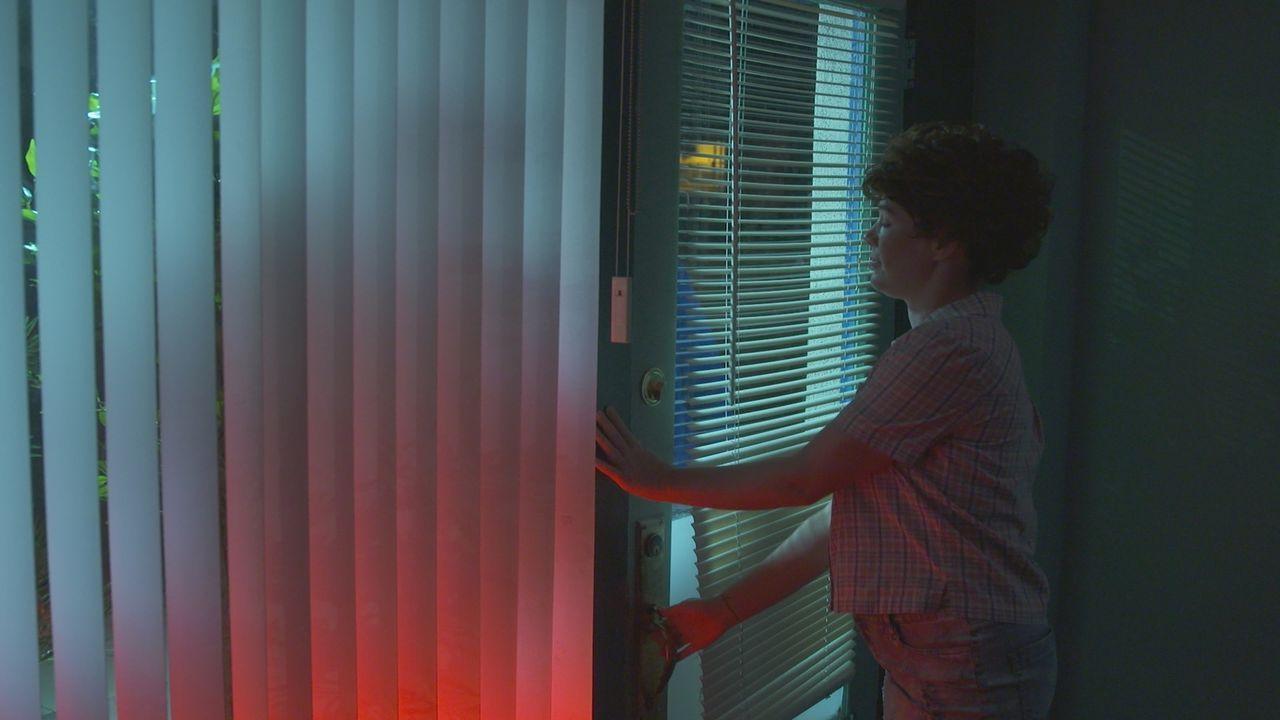 Nach ihrer Schicht schließt Barkeeperin Susan Heylinger im Jahr 1987 völlig ahnunglos ihre Bar ab. Was sie nicht weiß: In der Decke über der Toilett... - Bildquelle: LMNO Cable Group