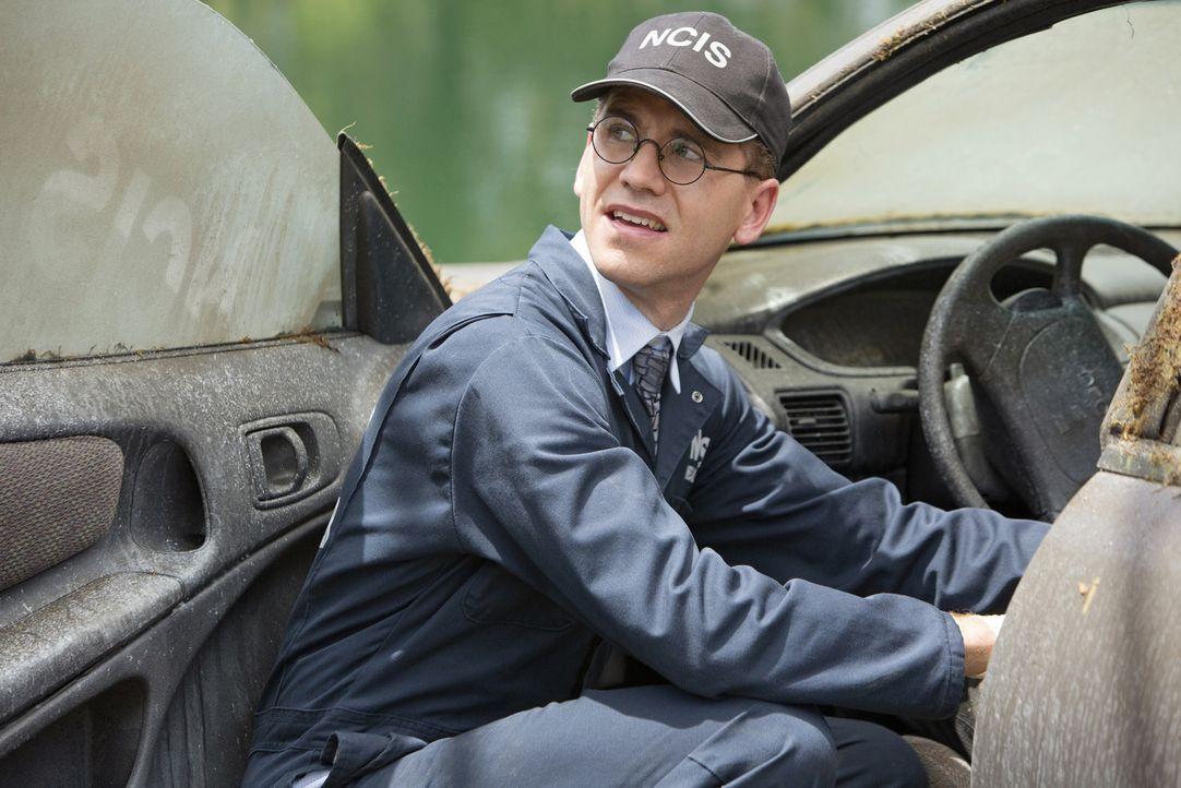 Auf Spurensuche am Tatort: Jimmy (Brian Dietzen) ... - Bildquelle: CBS Television