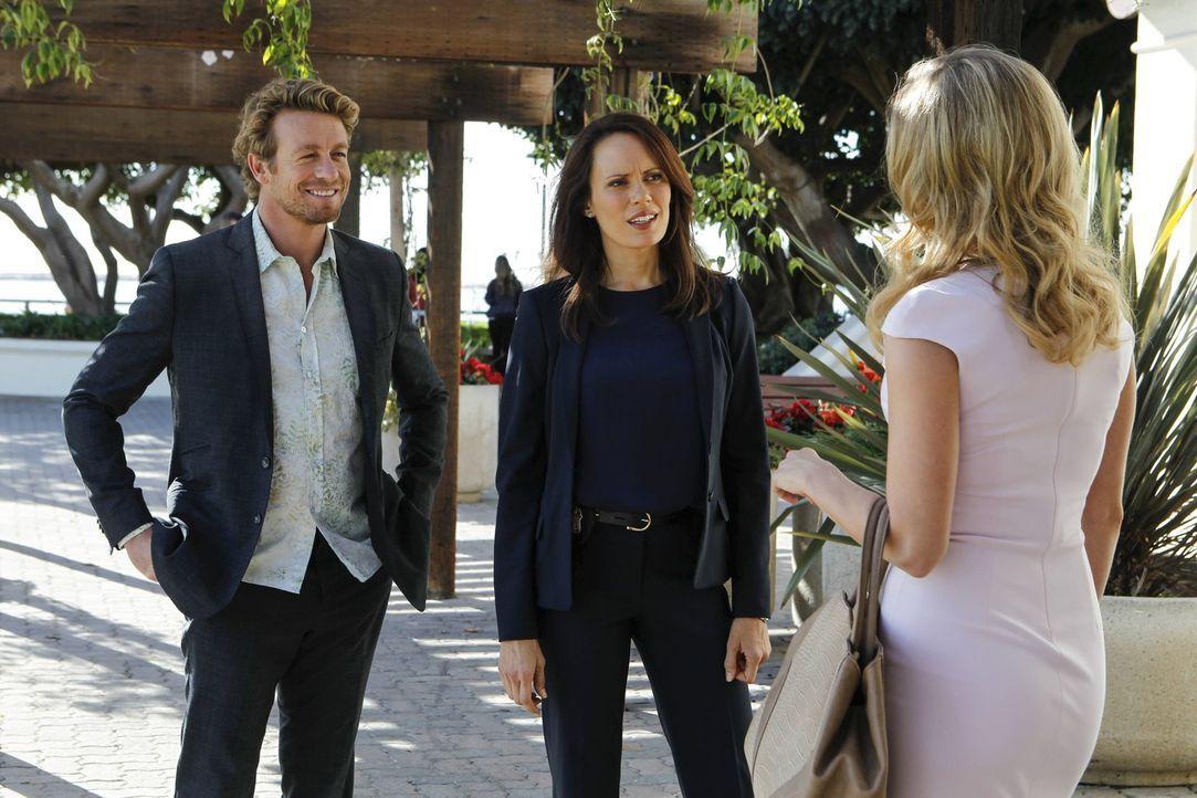 Jane (Simon Baker, l.) und Fischer (Emily Swallow, M.) sollen den Mörder fassen, der mehrere FBI Agenten auf dem Gewissen hat. Krystal Markham (Bria... - Bildquelle: Warner Bros. Television